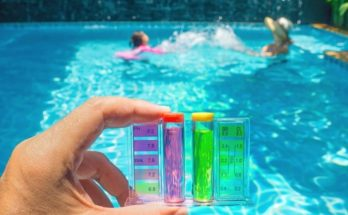 Clean Pool Water with Chlorine